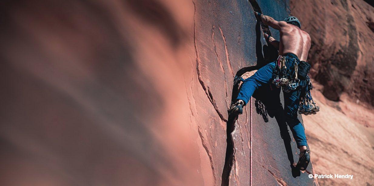 L'arrampicata impossibile di Tsitsipas - settesei.it